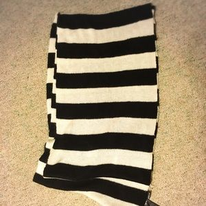 H&M black and white Knit scarf